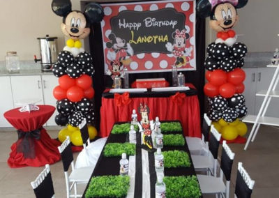 mickey and minnie mouse balloon towers 639x540